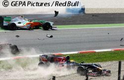Fisichella passe entre les mailles de l'accrochage... au départ du GP d'Espagne 2009