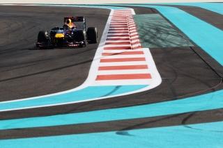 © GEPA/ Vettel un peu trop agressif sur les vibreurs en EL2...