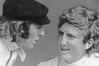 Jochen Rindt (à droite) en discussion avec Jackie Stewart