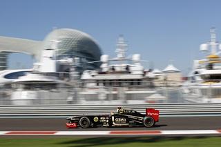 © LAT - La Lotus Renault GP pilotée par Romain Grosjean lors des Essais Libres 1 du Grand Prix d'Abu Dhabi 2011, ce vendredi