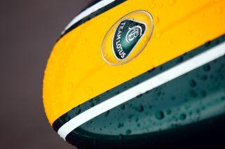 (c) Team Lotus - La pluie a bien failli clouer au garage les monoplaces aujourd'hui...