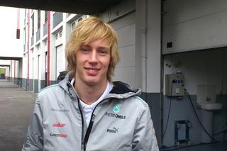 © Fan-F1.com - Brendon Hartley est tout sourire de prendre le volant de la Mercedes
