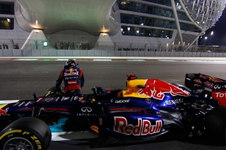 © Gepa - Vettel à l'arrêt par la faute de Red Bull