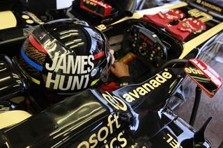 © LAT / Le nouveau logo apparait sur le côté du baquet des pilotes Lotus