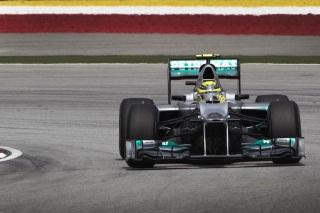 © Mercedes AMG - La F1 W03 continue à faire débat