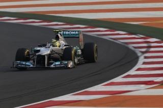 © Mercedes - Rosberg a rencontré des problèmes avec son aileron avant
