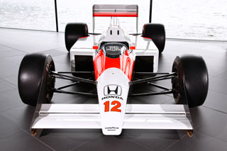© McLaren - La fabuleuse MP4-4 de 1988 qui permet à Senna de décrocher son premier titre à Suzuka