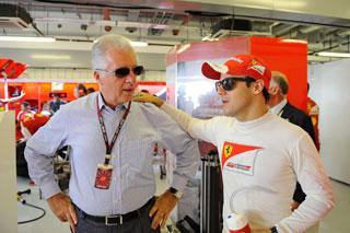 © Ferrari / Massa avec Pierro Ferrari dans les stands à Abu Dhabi