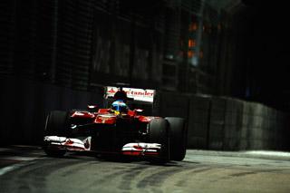 © Ferrari - Alonso monte sur la 2ème marche du podium à Singapour