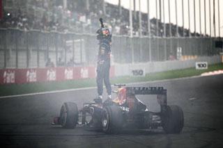 © Getty / Vettel a célébré son titre par des donuts !