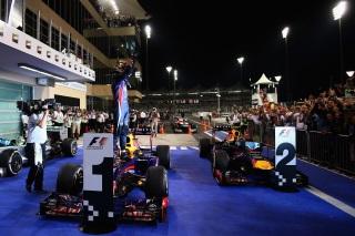 Vettel et Webber ont célébré leur doublé avec des donuts à Abu Dhabi