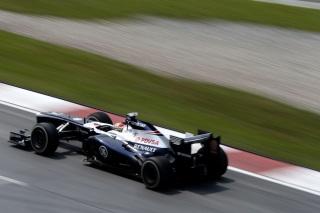 © LAT - Maldonado a eu un problème aujourd'hui avec l'une de ses roues