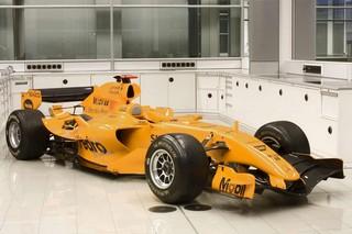 © McLaren - En 2006, McLaren avait présenté sa voiture avec une livrée orange provisoire