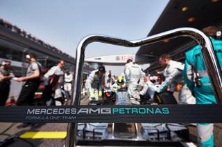 © Mercedes - Encore une pole position pour Hamilton et Mercedes !