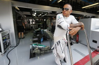 © Mercedes - Hamilton rêve de pouvoir battre Red Bull...