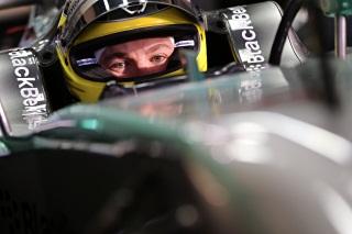 © Mercedes - Rosberg met la tête hors de l'eau !