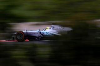 © Mercedes - Rosberg avance masqué en Hongrie