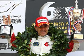 � Volkswagen - Nicola Larini lors de son podium � Macao