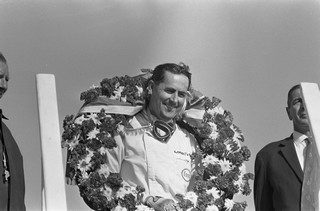 © ANEFO / Eric Koch - Jack Brabham sur le podium à Zandvoort en 1966