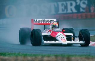 Comme ici en 1988, Ayrton Senna a toujours montré des facultés impressionnantes sous la pluie.