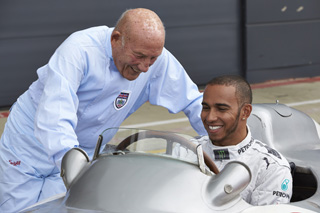 © Mercedes - Sir Stirling Moss et Lewis Hamilton en 2013