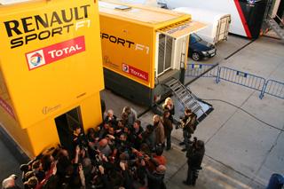 © Fan-F1 - Beaucoup de journalistes pour écouter Rémi Taffin (Renault) aujourd'hui