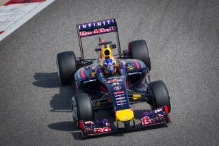 f1 vendredi ricciardo et vettel dans les chappements de mercedes f1 sur. Black Bedroom Furniture Sets. Home Design Ideas
