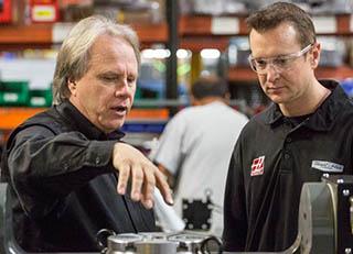© Haas Automotion - Kurt Busch (à dr.) avec Gene Haas