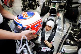Jenson Button en discussion avec Porsche