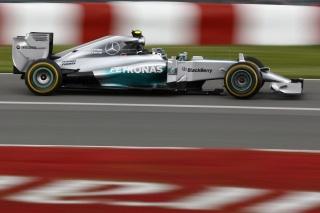 © Mercedes - Rosberg prend la pole malgré les conditions délicates !