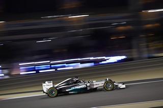 © mercedes : Lewis Hamilton aura brillé dans la nuit, devancant son coéquipier Nico Rosberg d'une fraction de seconde
