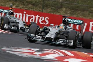 © Mercedes - Hamilton mène 10 victoires à 4 contre Rosberg
