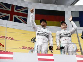 © Mercedes - Hamilton et Rosberg se livrent une bataille propre