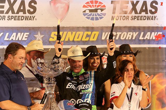 © IndyCar / Chris Jones - Scott Dixon et les traditionnels coups de feu de la victoire au Texas