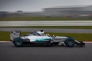 Hamilton le plus rapide malgré la pluie