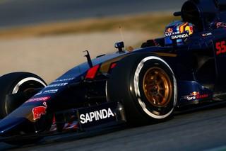 Carlos Sainz Jr en tête à la mi-journée à Barcelone