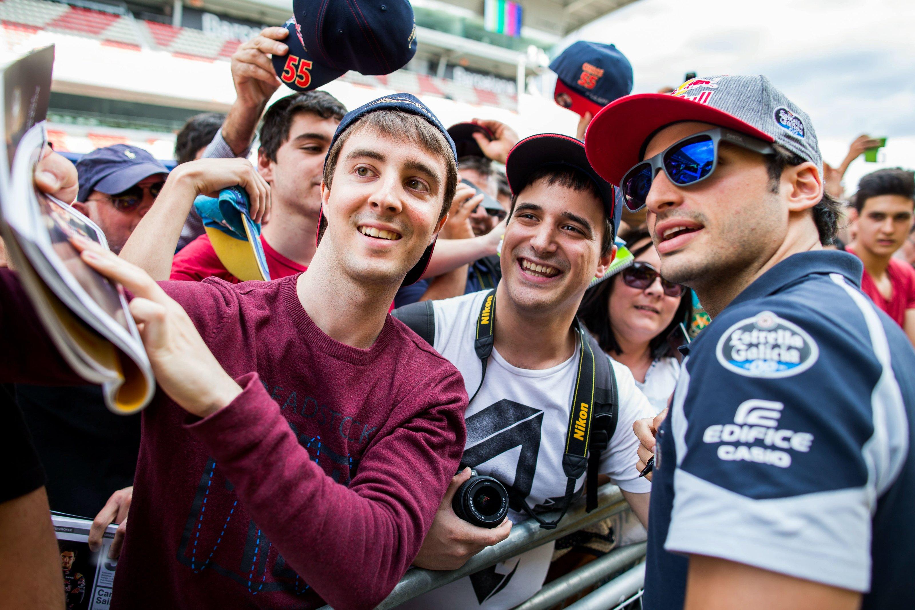 Carlos Sainz a ravi son public