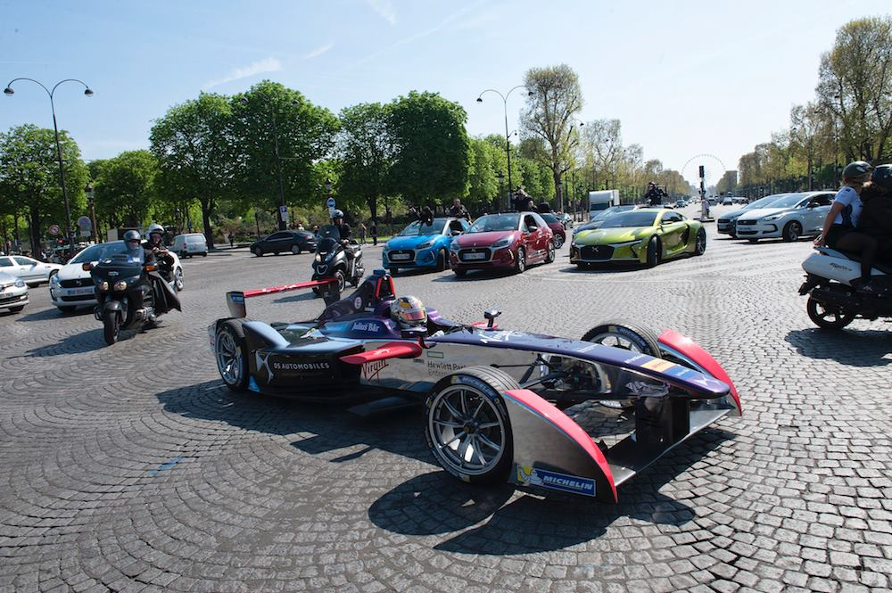© DS Virgin Racing Formula E Team - Jean-Eric Vergne premier de cordée sur le bitume parisien.