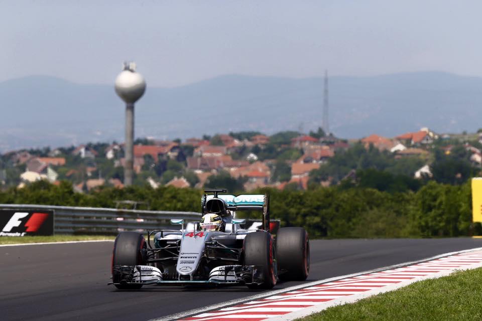 © Mercedes - Lewis Hamilton a frappé un grand coup aujourd'hui sur Nico Rosberg !
