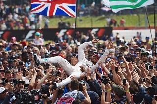 © Mercedes - Hamilton sur le toit du monde !