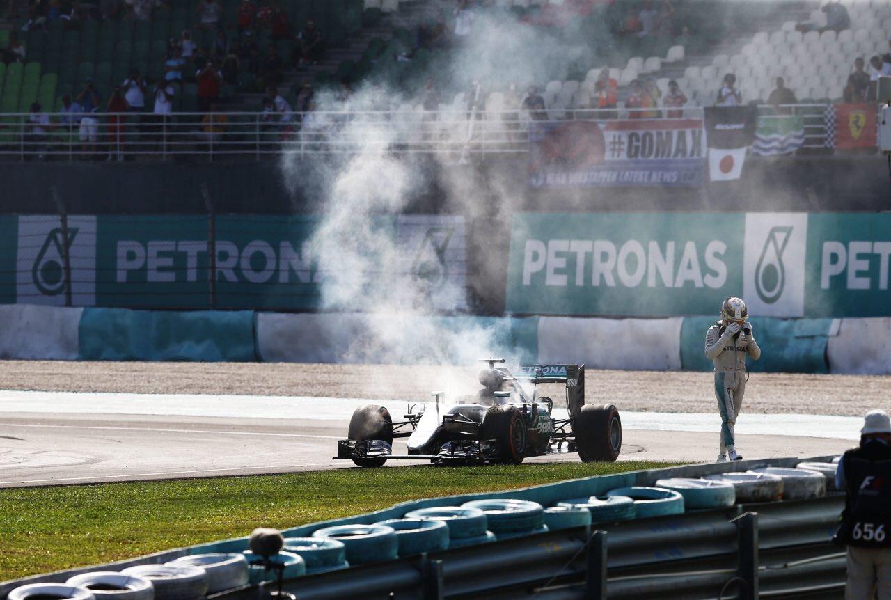 © Mercedes - Voici peut-être l'image du tournant de la saison pour Hamilton