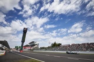 © Mercedes AMG - Ciel bleu ou ciel gris peu importe le circuit est magnifique