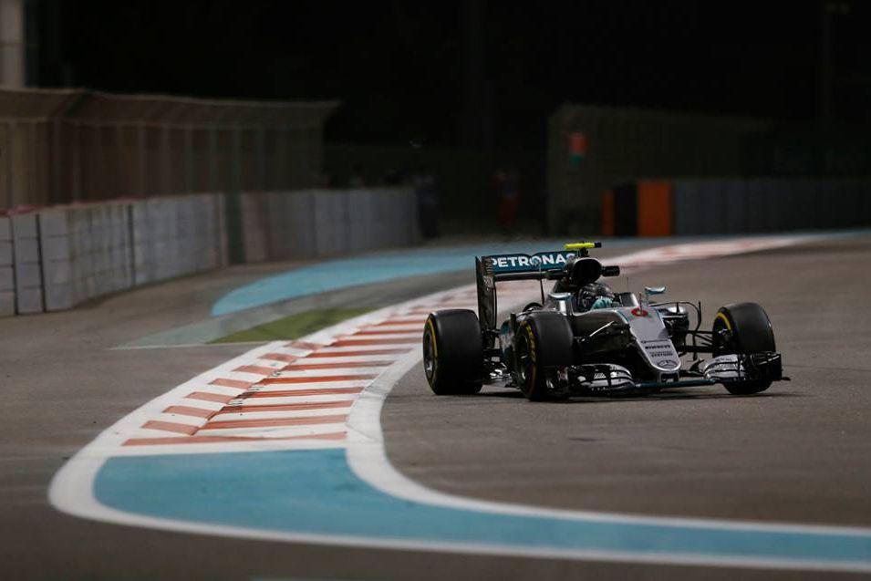 © Mercedes - Deuxième derrière Hamilton, Rosberg devient champion du monde !
