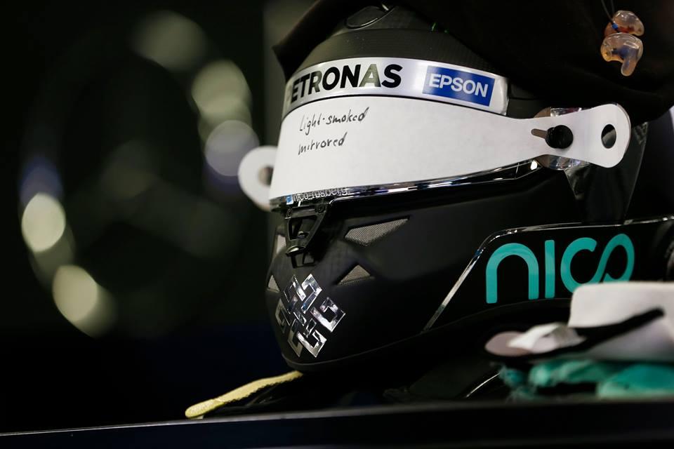 © Mercedes - rosberg doit voir plus loin que le bout de son casque !