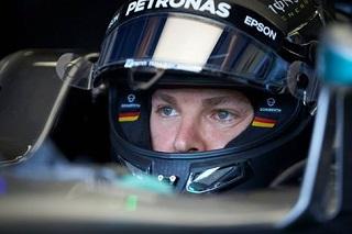 © Mercedes - Rosberg a le regard fixé sur le premier virage