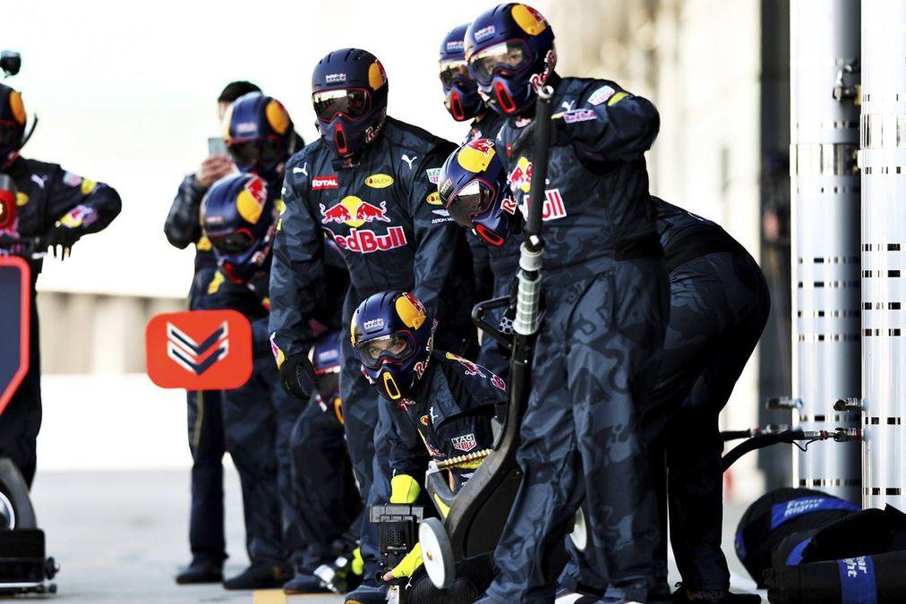 © Red Bull Content Pool - Les mécaniciens des équipes vont être mis à rude épreuve pendant les essais