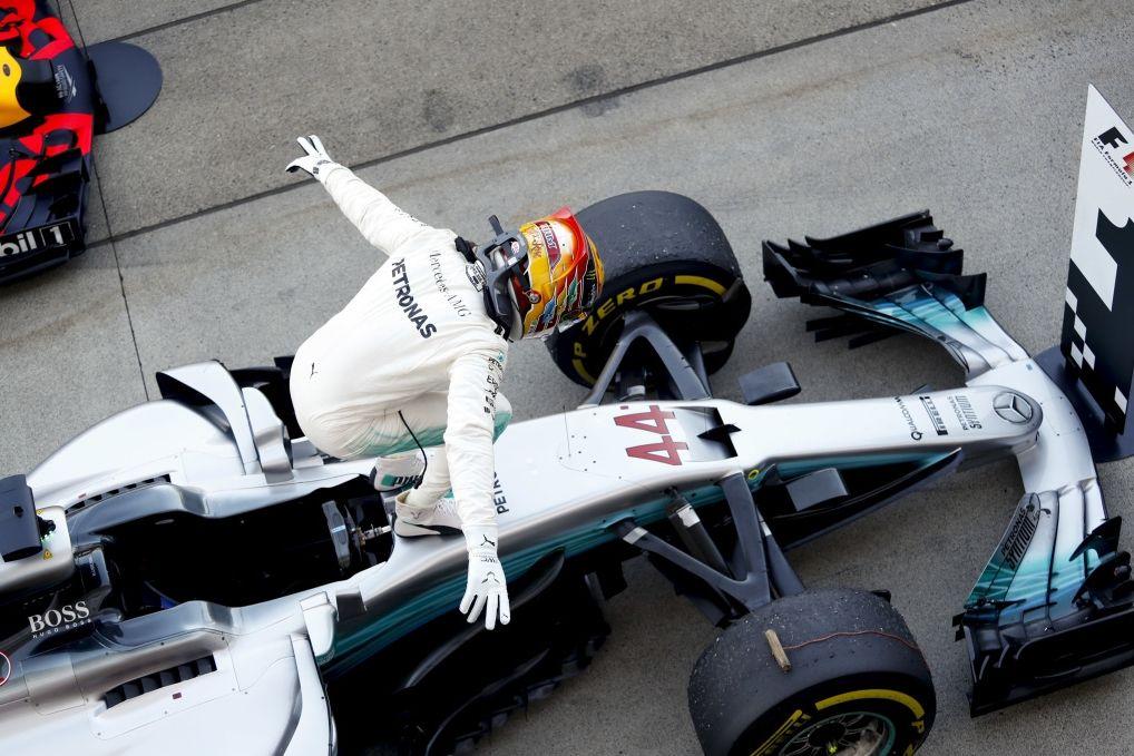 © Mercedes - Lewis Hamilton vole vers le titre