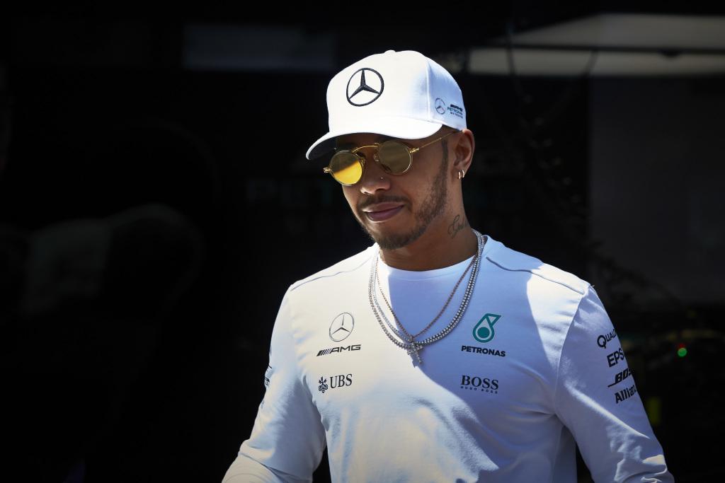 © Mercedes - Lewis Hamilton frappe fort d'emblée !