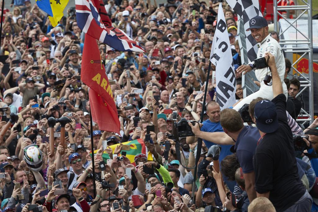 © Mercedes - Voir Lewis Hamilton a un prix pour les fans...