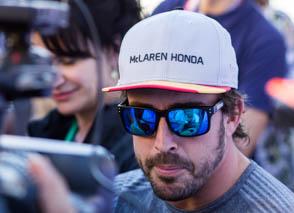 © C.Ciampini/MotorsInside - Fernando Alonso arbore déjà des lunettes de sa marque Kimoa